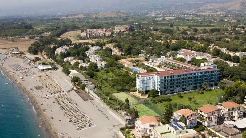 4 star beach side hotel
