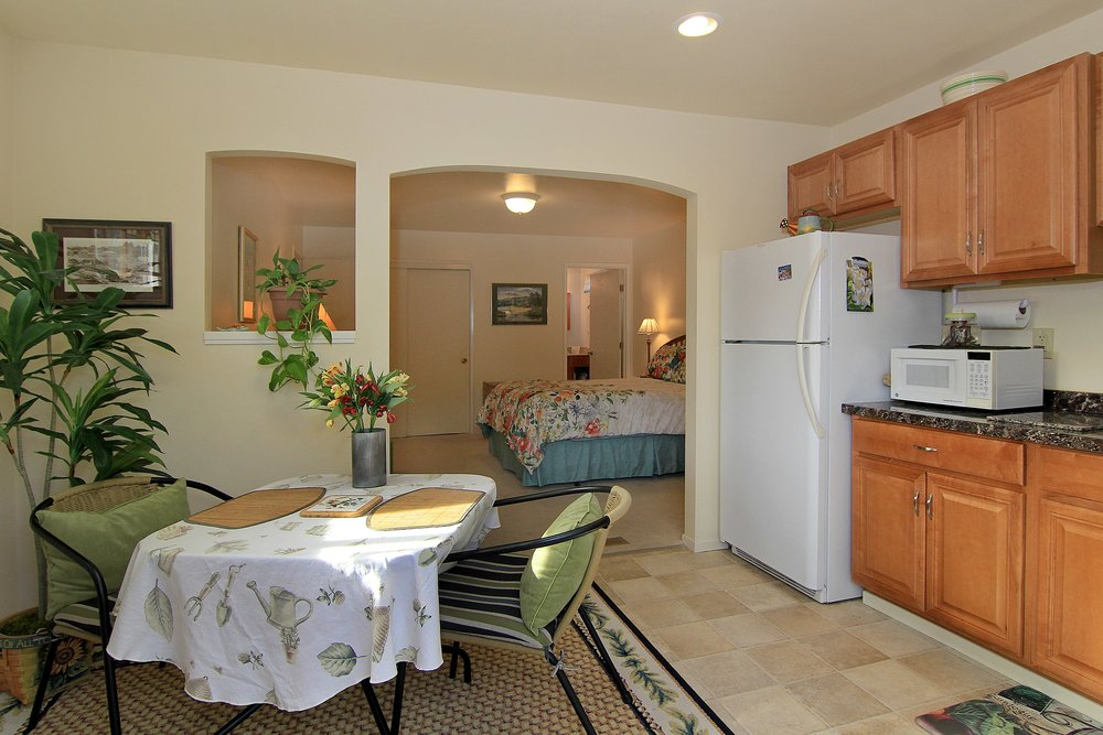 019_Guest Dining Area.jpg