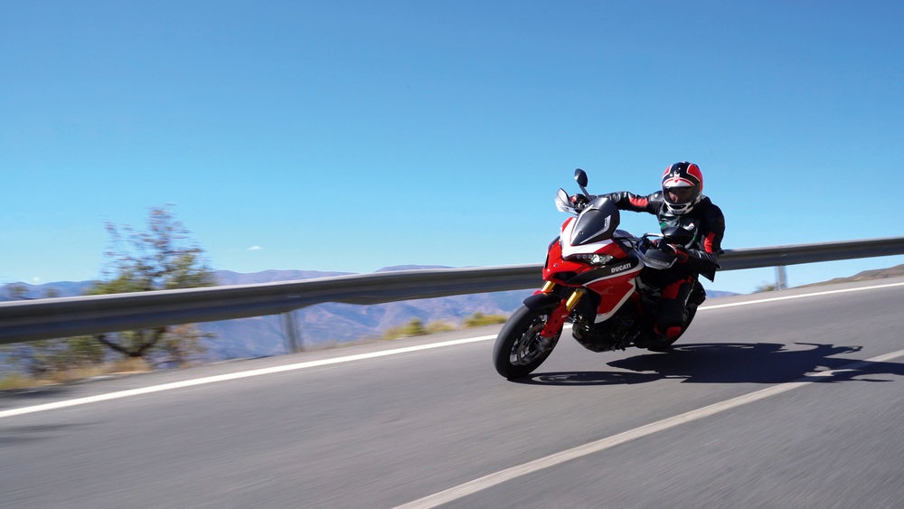 Multistrada-1260-MY18-Red-43-Slider-Gallery-1920x1080.jpg