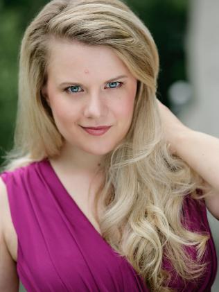 Sarah Larsen - Ma Moss
