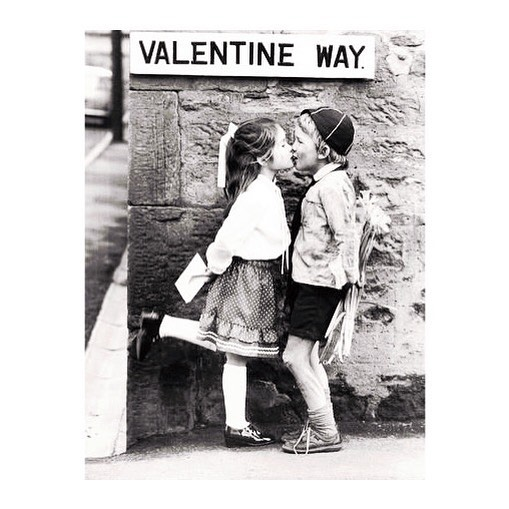 """With LOVE 💛 . """"Il faut regarder toute la vie avec des yeux d'enfants"""" Matisse . . . . #love#amour#valentineday #couplegoals#parents#enfants#kids#childhood#aimer#truelove#pourenfantssagesoupas#child#children#kids#enfants#pinterest#paris"""