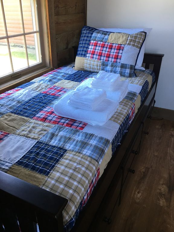 1st floor- 2nd bedroom- trundle bed(2 twin beds)
