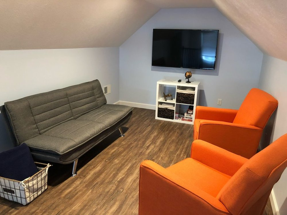 "3rd floor lounge with 50"" TV"