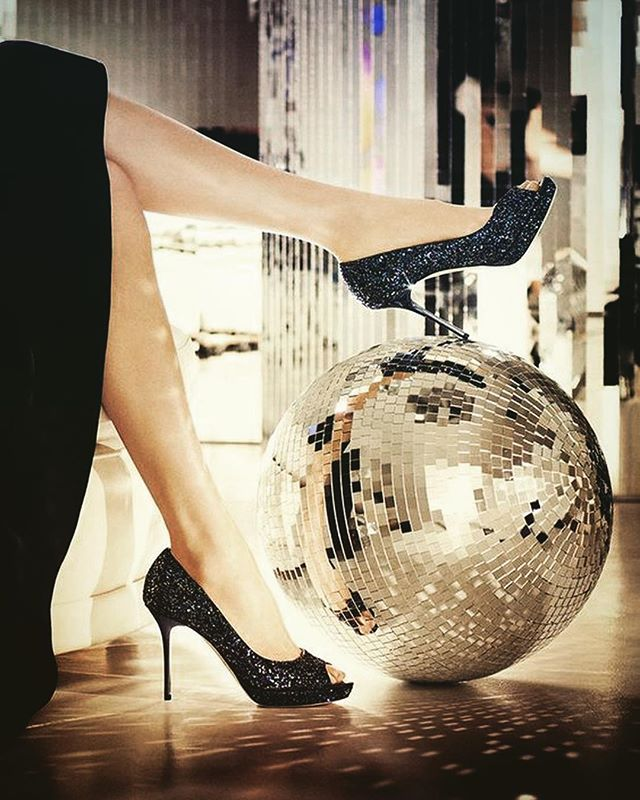 Live breathe move disco . . . . . #drinks #prosecco #yesprosecco #sparkling #rose #sparklingrose #winelover #bubbles #sparkles #winestagram #betterwithbubbles #nightlifestyle #nightlife #nightlifenyc #nycdisco #disco #discohead #chic #discoball  #party #goodvibes #discotech #discoteca #selflove #disco #sparkle  #party #yestolife #discolove #yestolife
