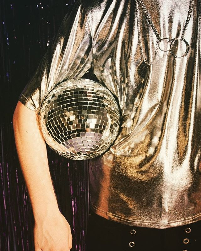 Hold onto what you love ✨ . . . . . #drinks #prosecco #yesprosecco #sparkling #rose #sparklingrose #winelover #bubbles #sparkles #winestagram #betterwithbubbles #nightlifestyle #nightlife #nightlifenyc #nycdisco #disco #discohead #chic #discoball  #party #goodvibes #discotech #discoteca #selflove #disco #sparkle  #party #yestolife #discolove #yestolife