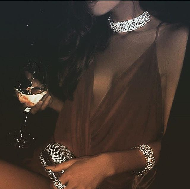 A glass of class ✨ . . . . . #drinks #prosecco #yesprosecco #sparkling #rose #sparklingrose #winelover #bubbles #sparkles #winestagram #betterwithbubbles #nightlifestyle #nightlife #nightlifenyc #nycdisco #disco #discohead #chic #discoball  #party #goodvibes #discotech #discoteca #selflove #disco #sparkle  #party #yestolife #discolove #yestolife