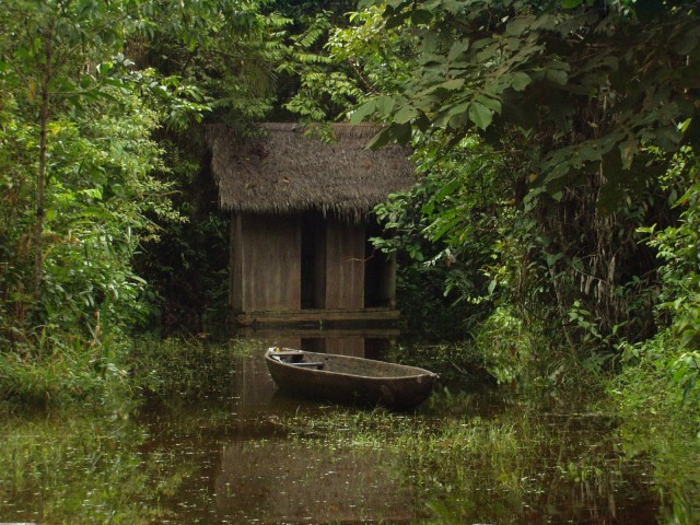 canoe-to-outhouse-640x480.jpg