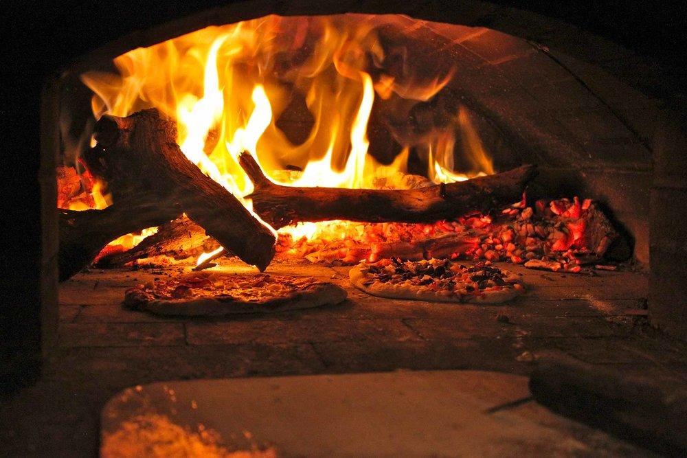 Wood-Fired-Pizza-Hawaii-Rehearsal-Dinner-Space-Kona.jpg