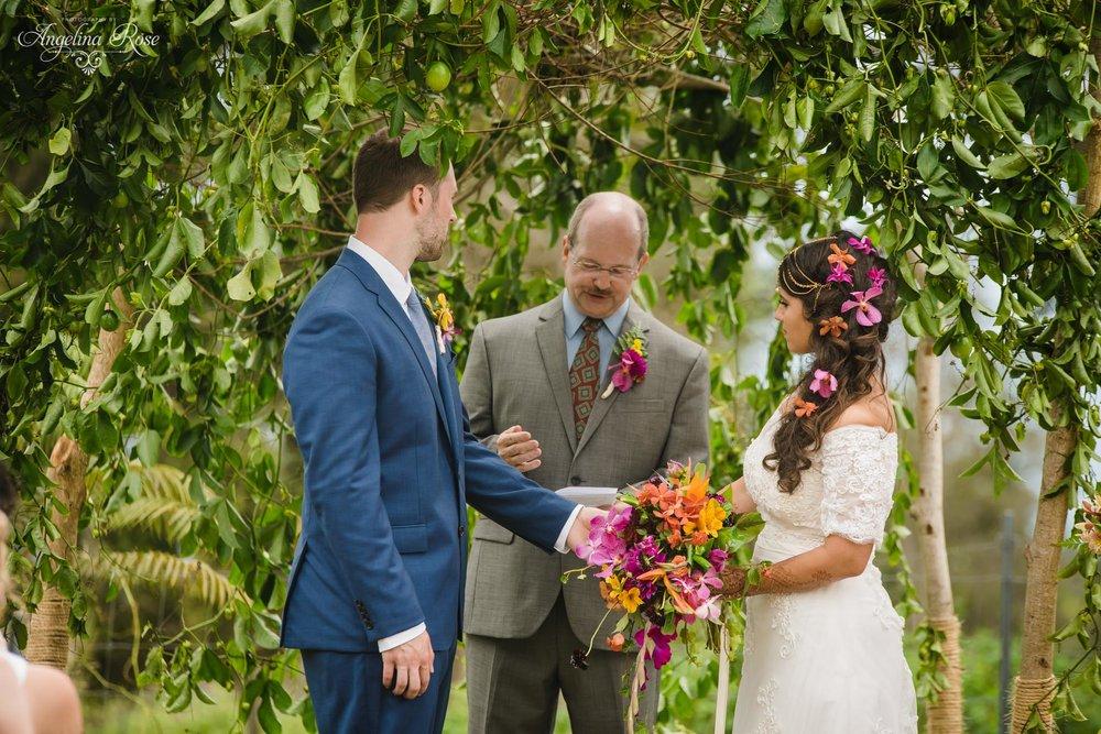 hawaiian destination wedding ceremony