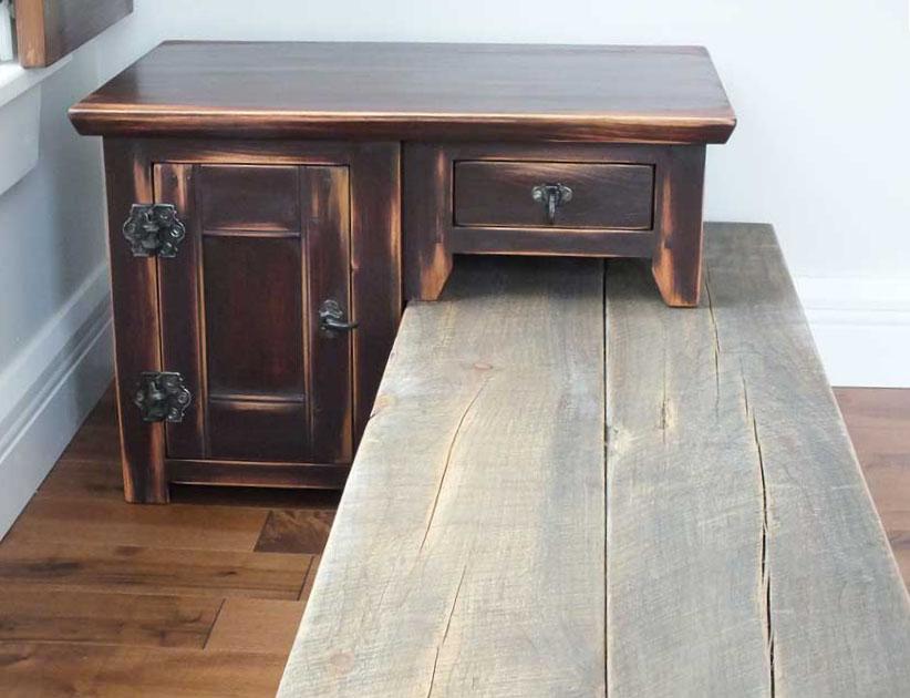 table chevet.jpg