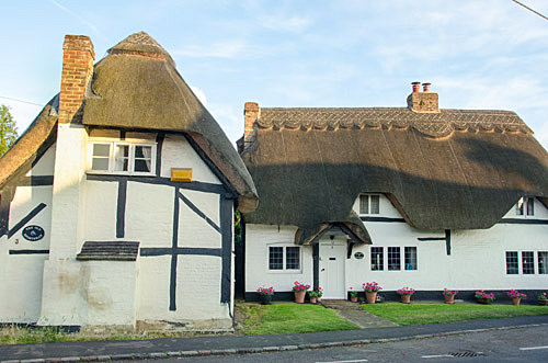 Thatched roof house in Quainton, England