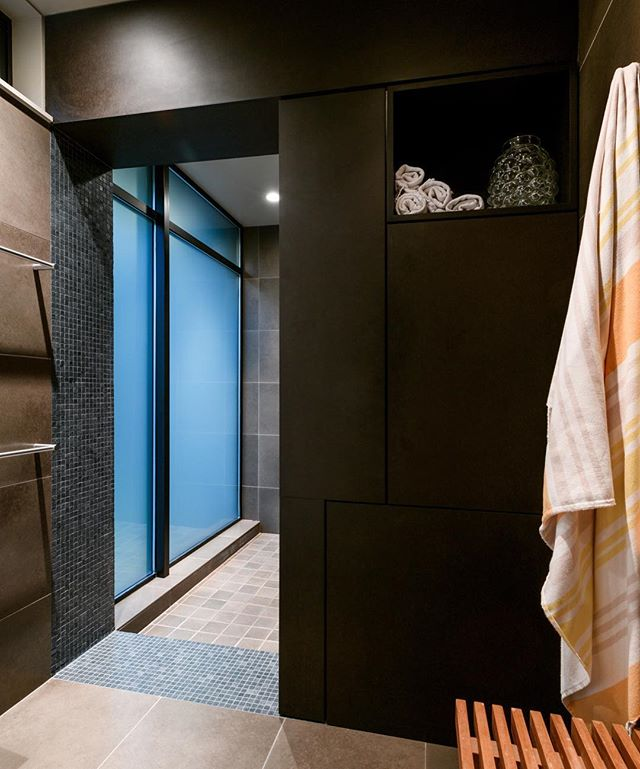 House of Planes— passage to shower in the master bath. . . . . #archinect #seattlearchitects #pnwarchitecture #interiordesign #modernhome #dwell #seattletimes #houzz #graymag