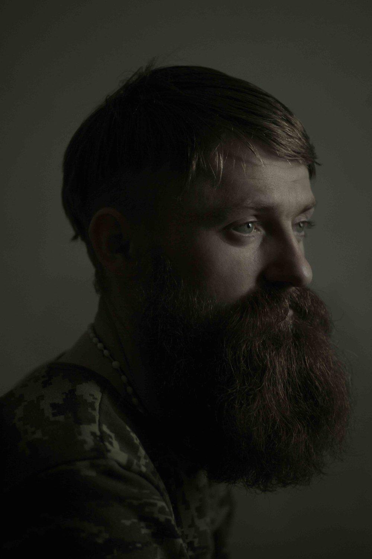 维多利亚•沃伊切霍夫斯卡,《安德烈,27岁,天文学专业毕业》,照片拍摄于他在战区度过的9个月以后,乌克兰,2015年3月。图片由艺术家提供。