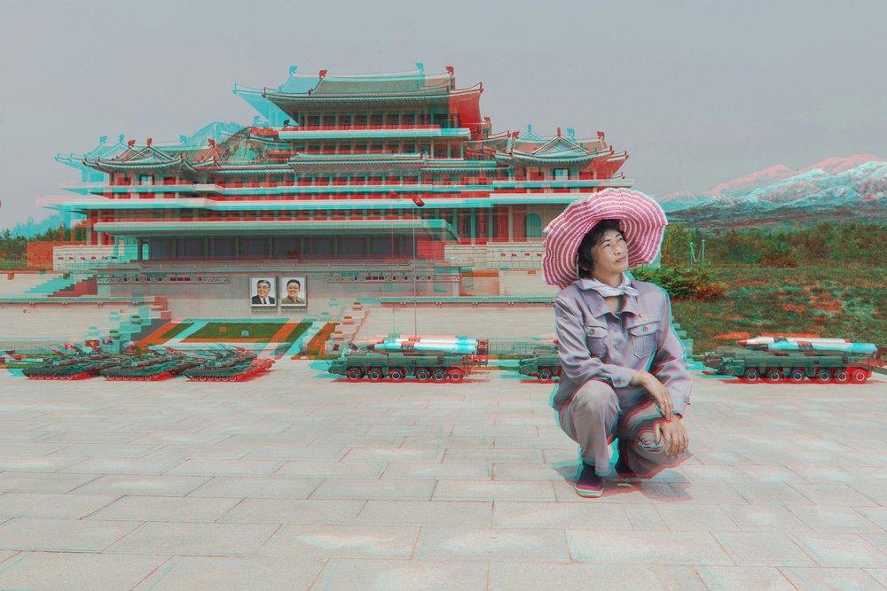《RI GYONG SUN, 45岁,古代史分馆管理员,平壤人民公园》  ©老马&高丽工作室