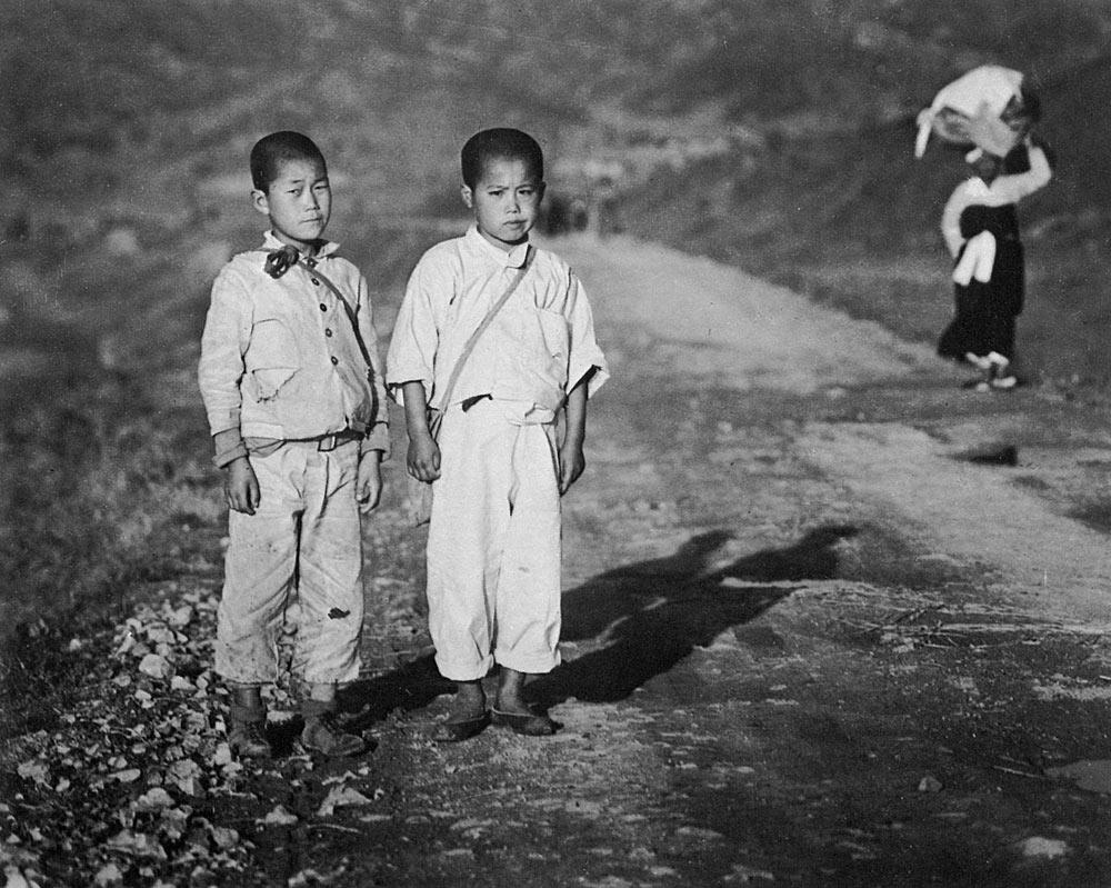 林应植,《少年时代(釜山)》,1946年。图片由首尔摄影博物馆提供。