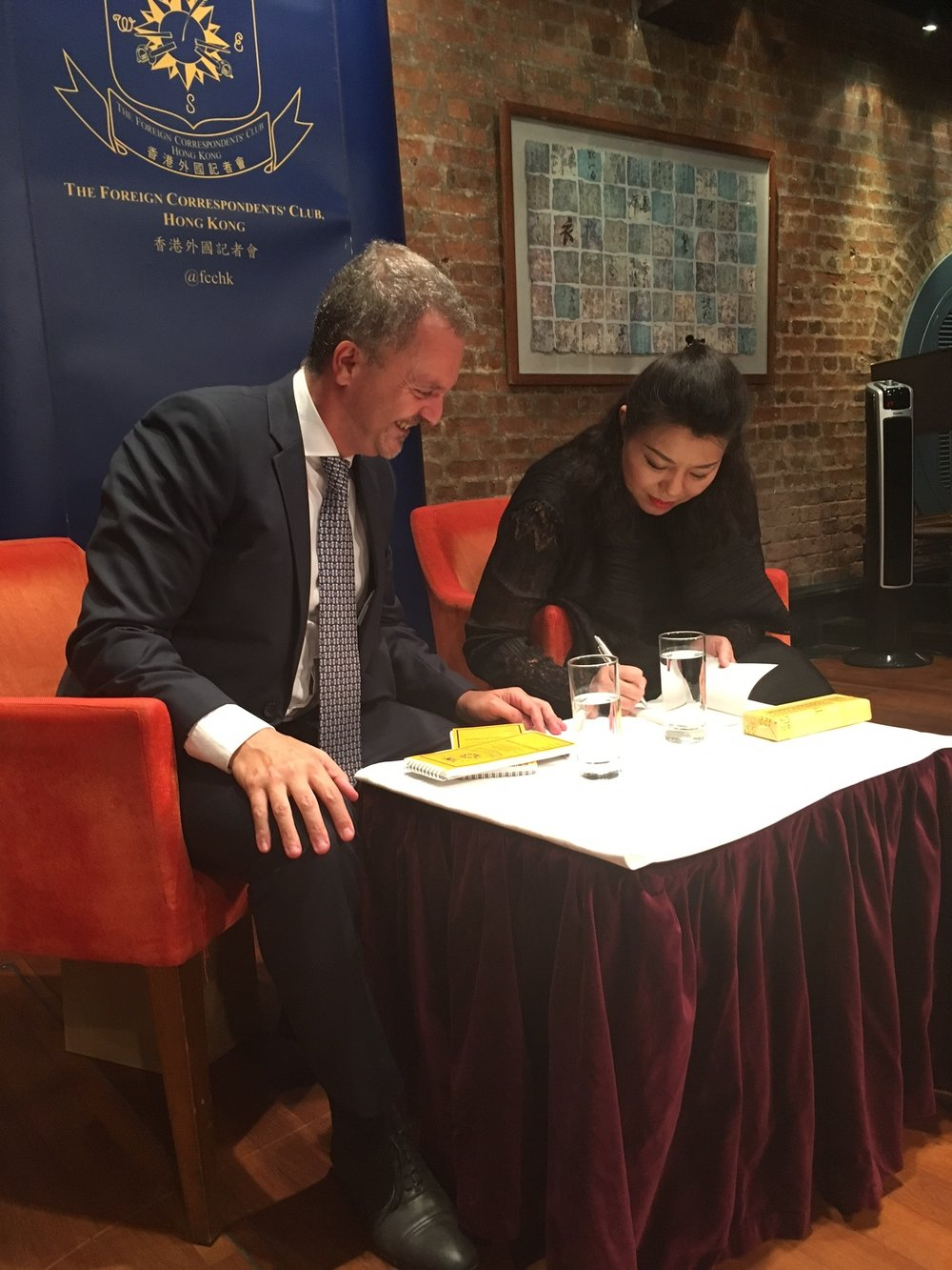 He Hui signing a copy of  Journey to the West  for Antonello De Riu, the Italian Consul General in Hong Kong.