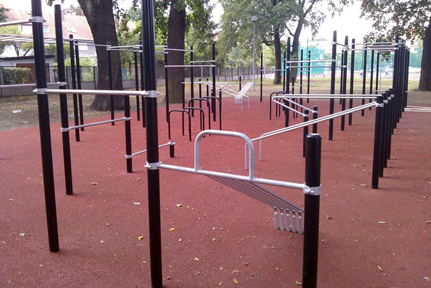 group-street-workout-equipment.jpg