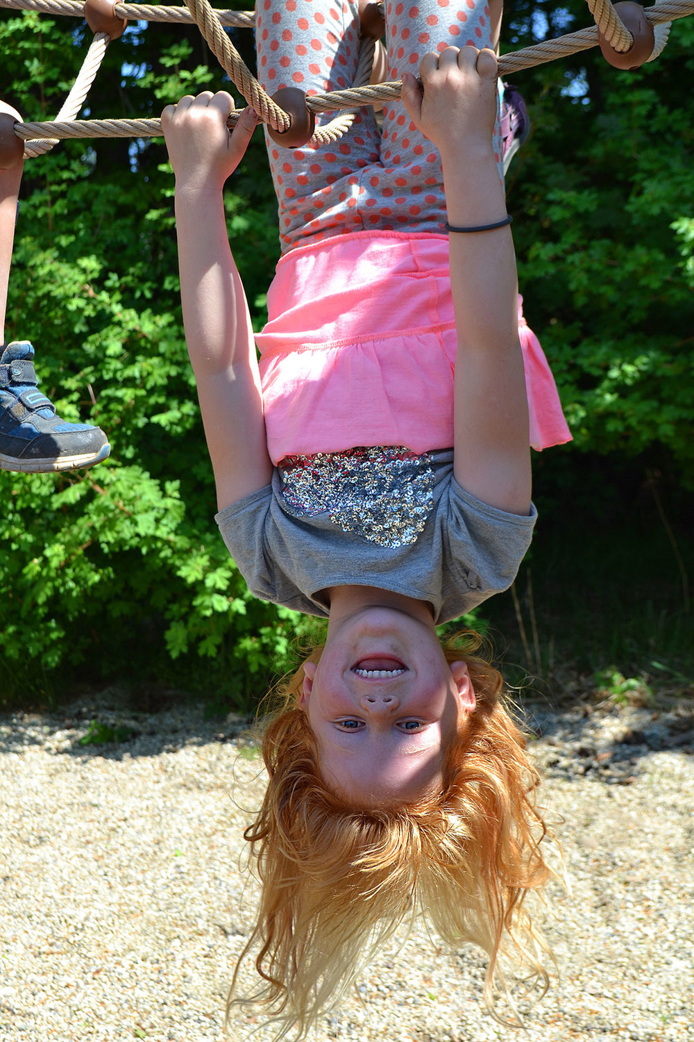 Ledon-little-girl-upsidedown_small.jpg