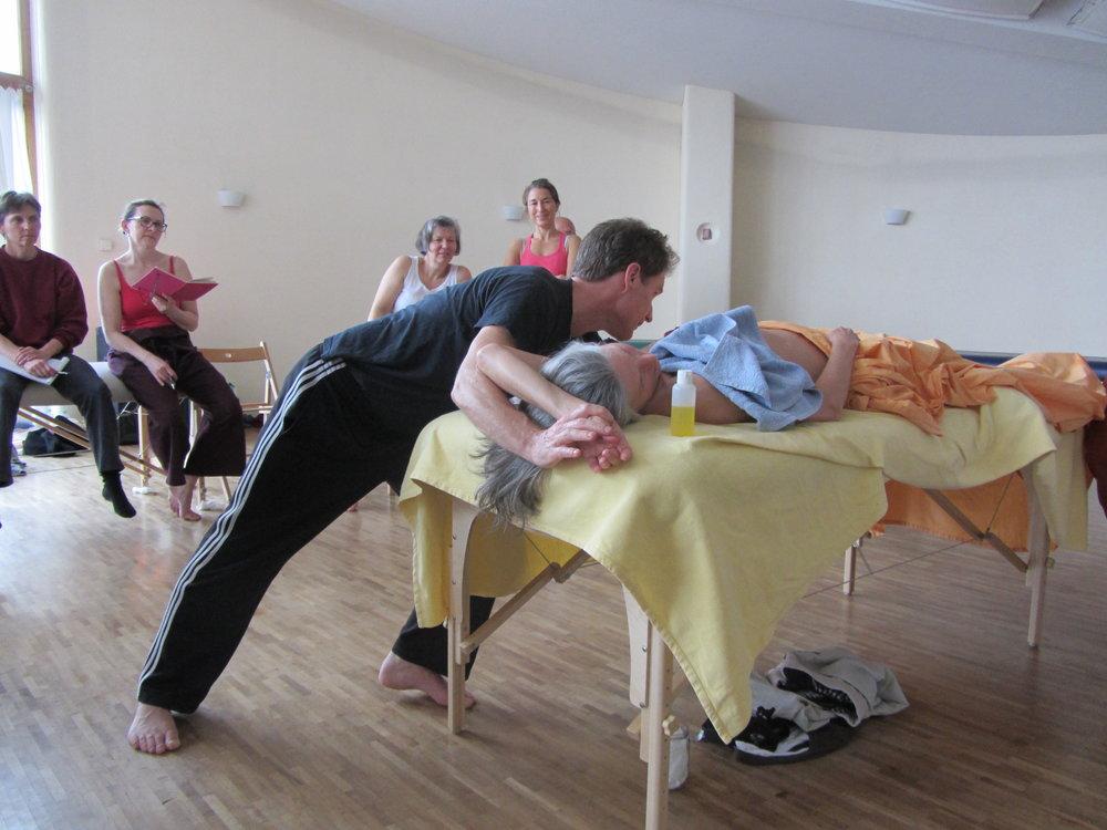 März 2012: Projekt Esalen Massage grenzenlos, erste Fortbildung Deep Bodywork in Hollerbühl.