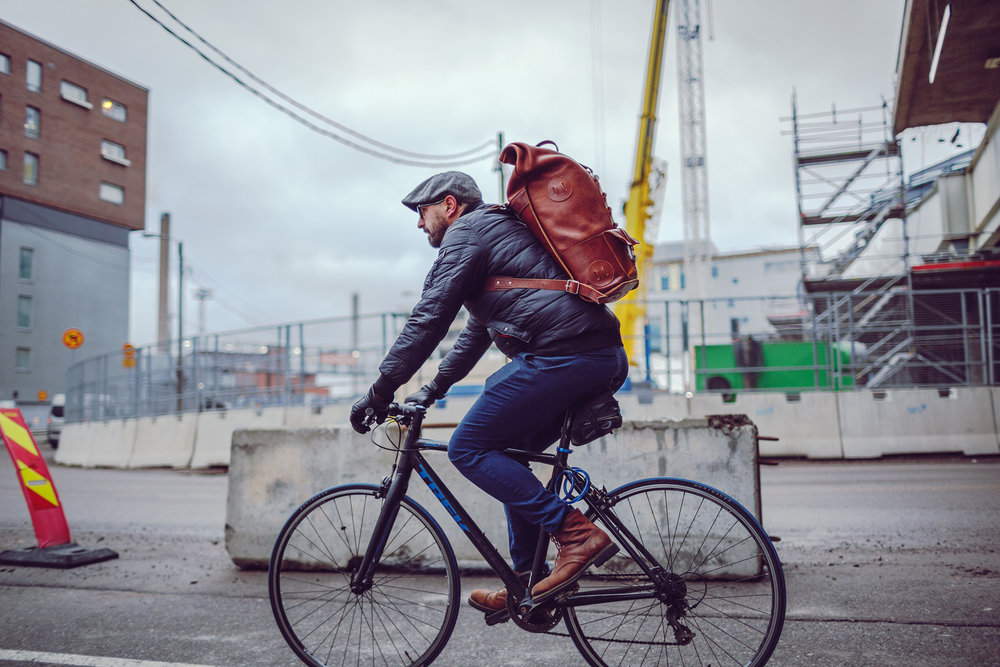 Even fully packed, Fold Top wont limit Your head movement while cycling.