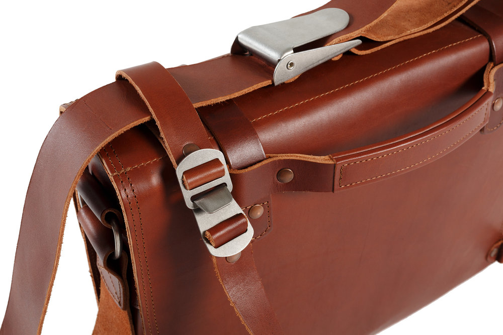 Shoulder and Stabilizer straps with stainless steel buckles.