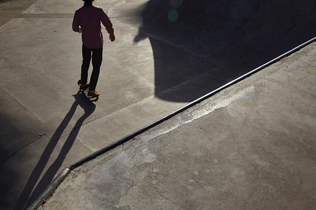 SK8 . . . .  #gabrielpark #portland #oregon #skatecrunch #skatingatsundown #skatepark #sunset #skatelife #PDX #concrete #skatebowl #shadows