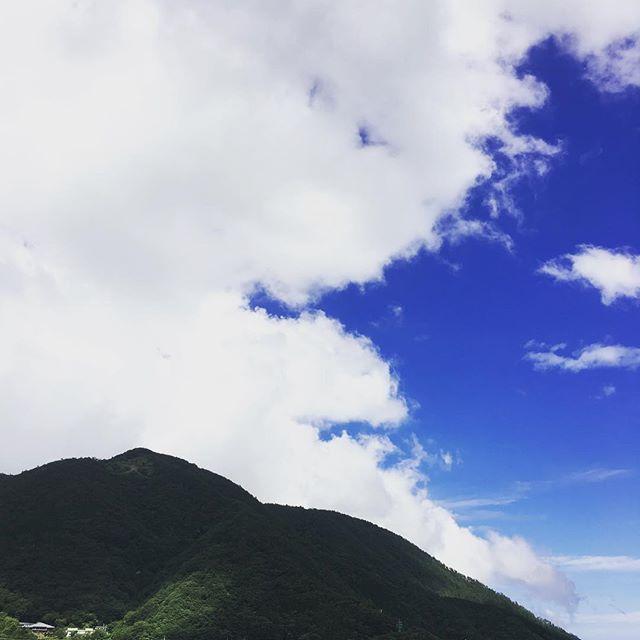 夏が来たよーーーー🌞 . Summer is coming! . #休日 #箱根 #箱根旅行 #旅行 #japanese #hakone #japantrip #japan #japan_of_insta #hostel #guesthouse #gopro #japanese #trip #japantrip #箱根登山鉄道 #ゲストハウス#🗻#hakoneshrine #gora #summer #japan_daytime_view