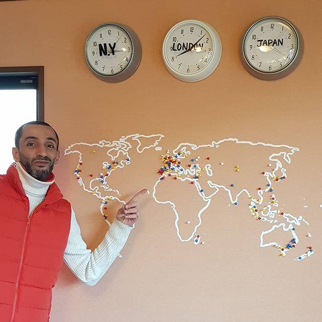 アルジェリアからお客さんが来てくれました!日本をとても気に入ってくれたみたいで、とても嬉しいです! 世界各国からお客さんが来るので国際交流など興味がある方も是非、遊びに来て下さい!  He came from Algeria.Our guest house will stay with guests coming from the world.Let's all make international exchange by all means.  #ゲストハウス #旅行好き #箱根 #箱根駅伝 #箱根登山鉄道 #強羅 #温泉デート #彫刻の森美術館 #箱根神社 #インスタ映え #芦ノ湖 #guesthouse #futon #backpacker #japan #travel #hotsprings #hakoneshrine #japanesestyle #lakeashino #airbnb #volcano #cosy #tatami