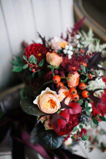 les fleurs : megan braemore photography : fall bridal bouquet : peach, orange, red, burgundy, rust, ivory : foliage, berries, roses, peony, amaryllis