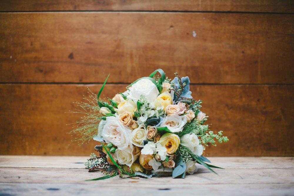 les fleurs : barn at gibbet hill : late summer wedding : barn wedding : mustard yellow, ivory, antique cream, wispy grasses