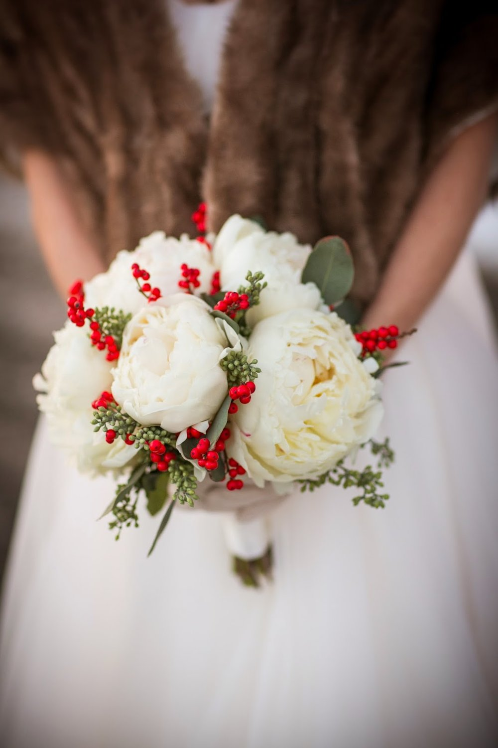 white peony & ilex berry bouquet : winter wedding : les fleurs : zev fisher photography : willowdale estate