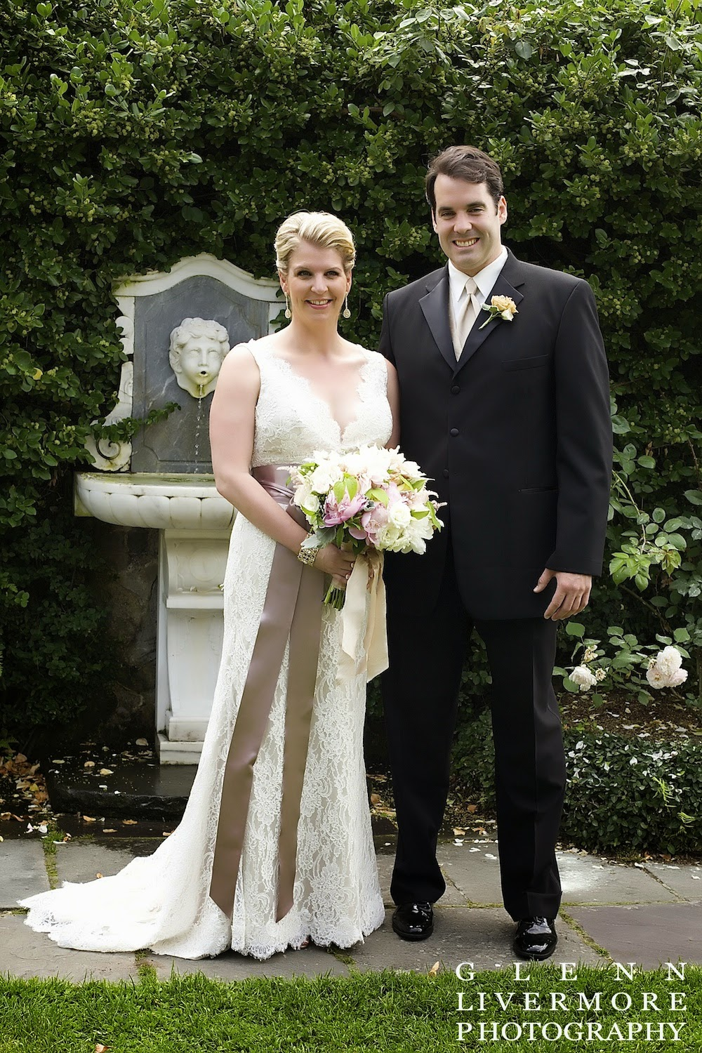 glenn livermore photography : les fleurs : summer romance wedding : stevens coolidge estate : bride & groom