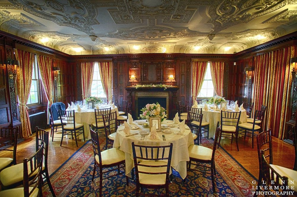 lanam club : glenn livermore photography : les fleurs : garden urn centerpiece : new england estate wedding