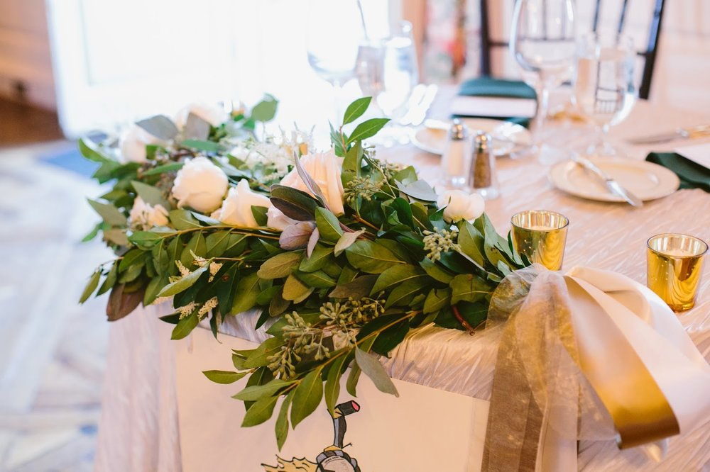 les fleurs : estate wedding : garland on sweetheart table
