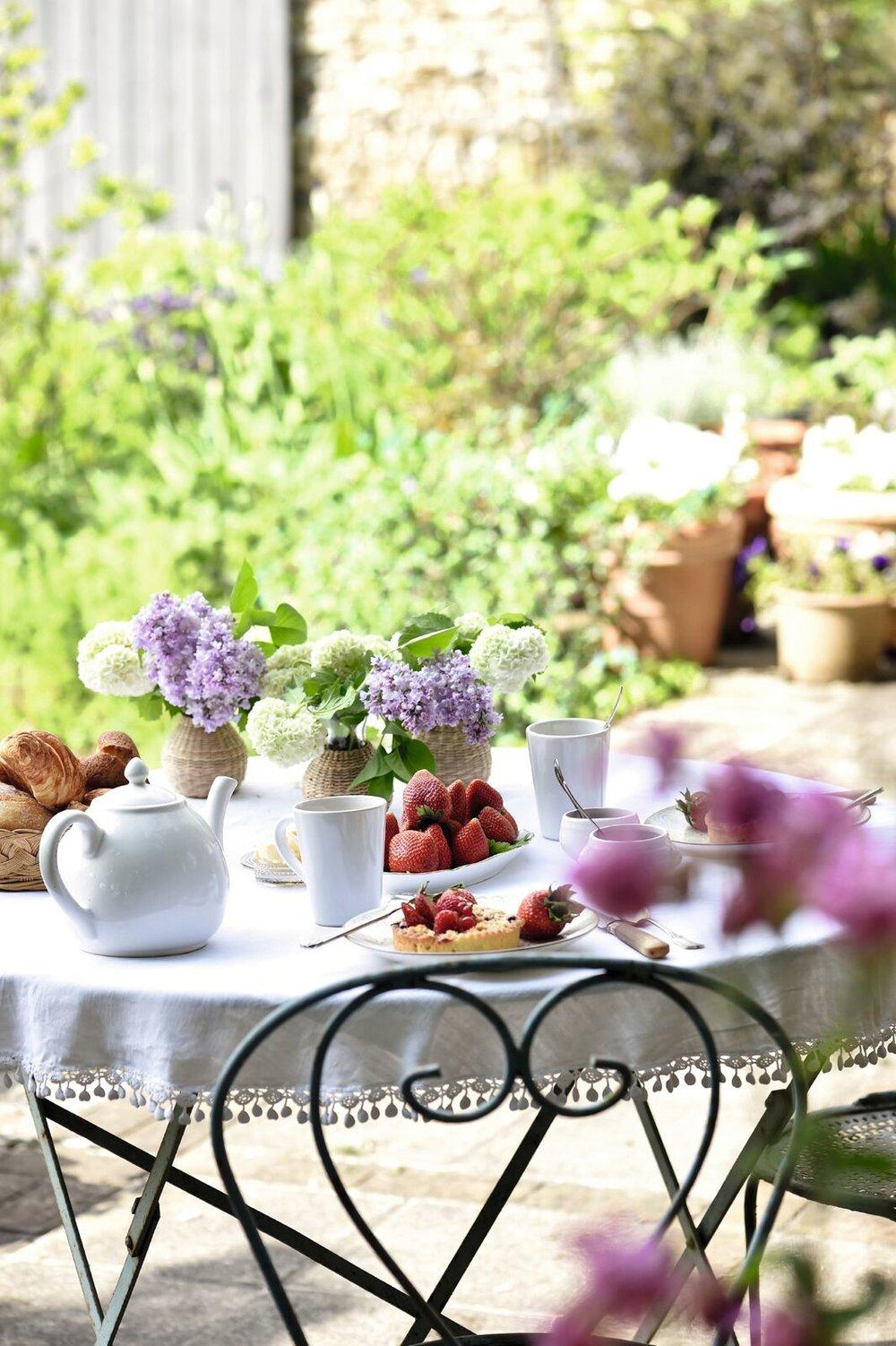 sharon-santoni-hospitality-les-fleurs-design.jpg