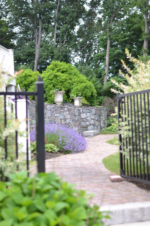 les-fleurs-back-yard-flower-gardens.jpg