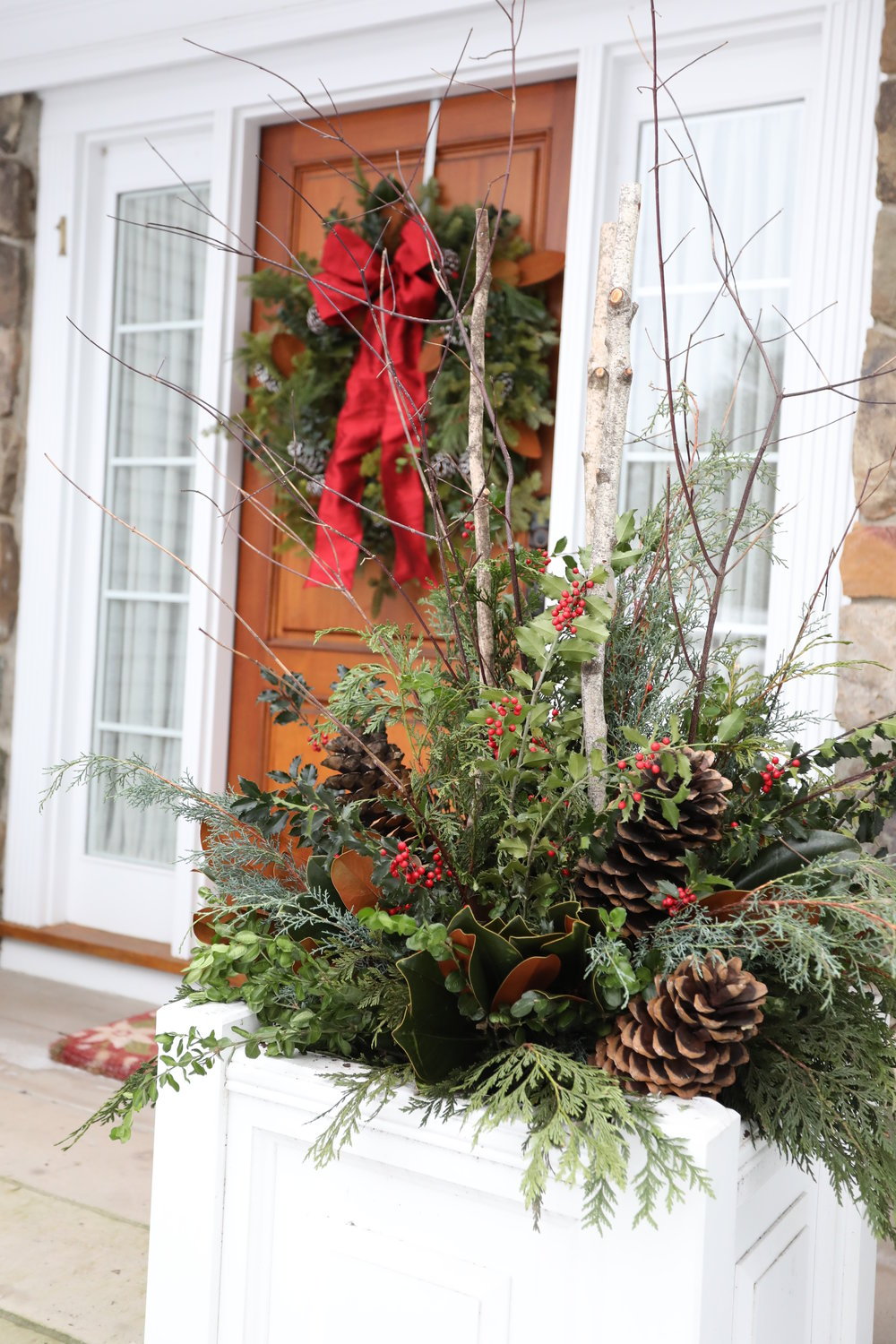 front-door-wreath-holiday-planter
