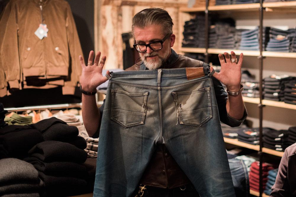 So sieht eine jahrelang getragene Blaumann Jeanshose aus.