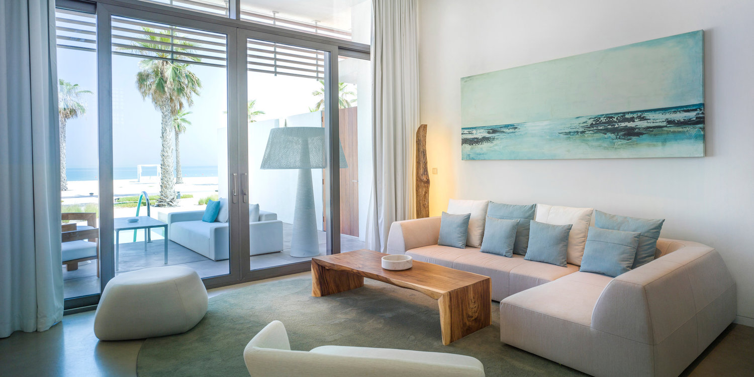 82bf36f87e 10-capsule-arts-projects-nikki-beach-room-painting-