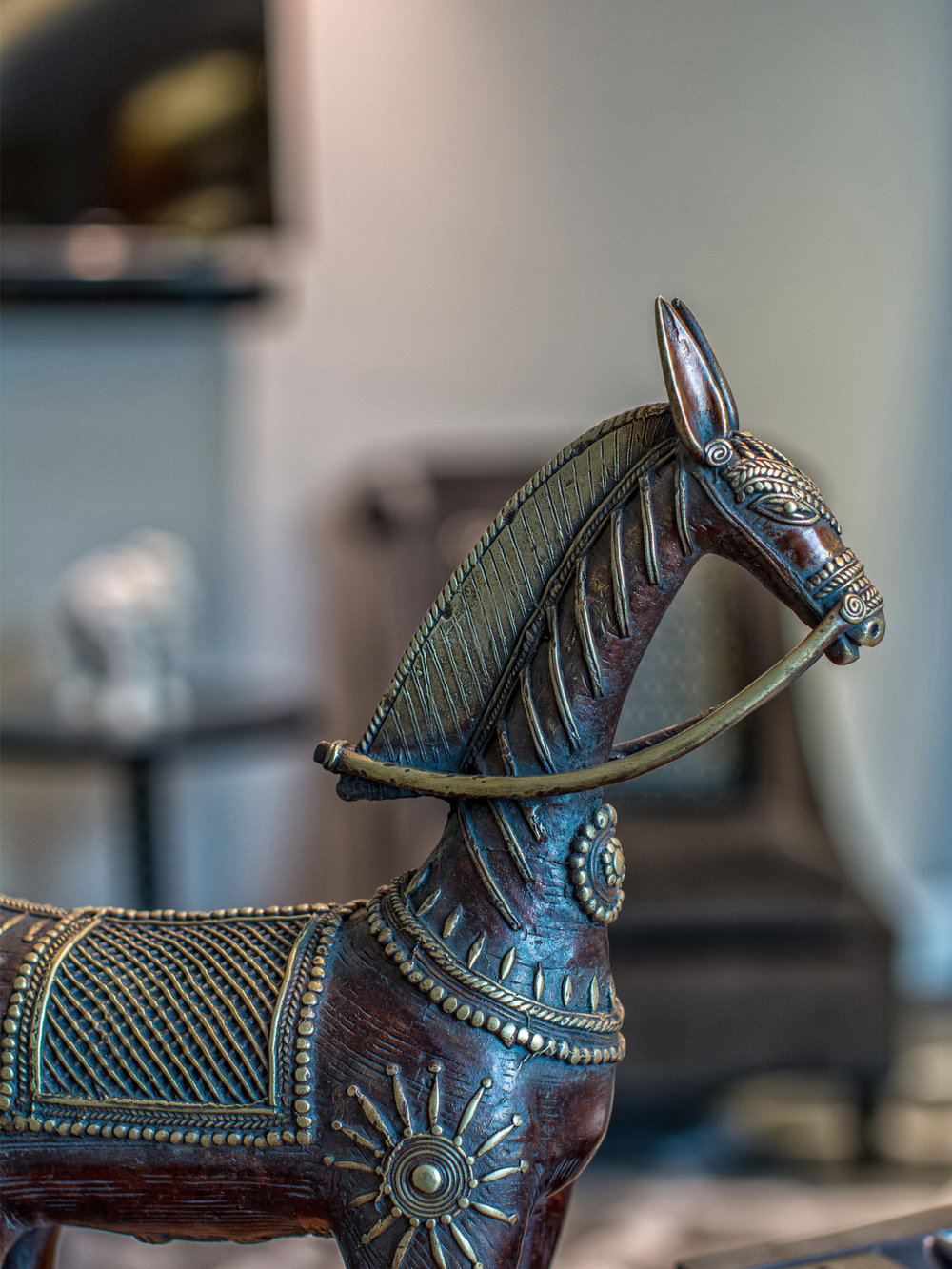 09-capsule-arts-projects-taj-hotel-downtown-horse.jpg