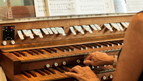 OrganistWO.jpg