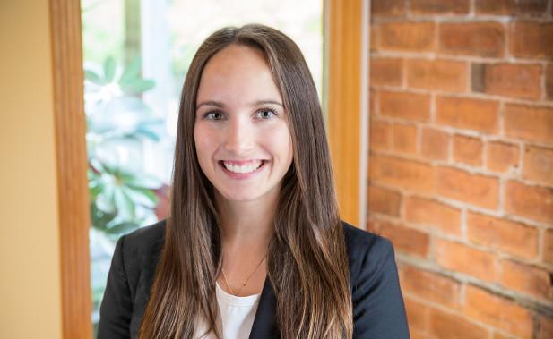 Marla Collier  Associée aux Services à la Clientèle