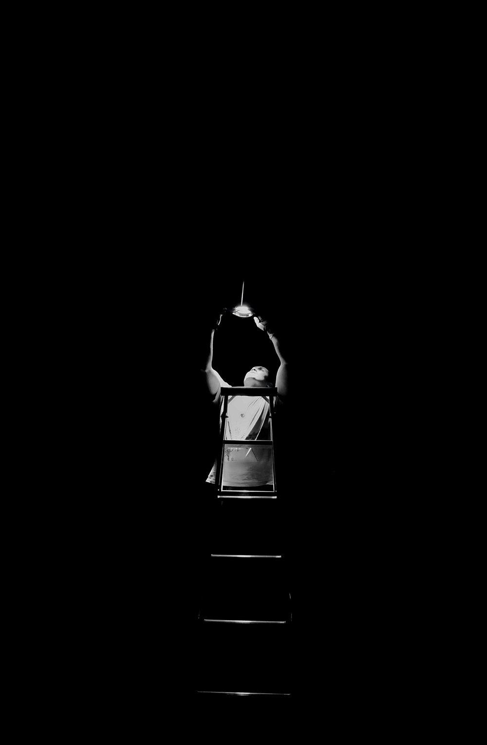# prestar atenção a pensamentos, sentimentos e sensações corporais para se tornar diretamente consciente deles, e mais capaz de gerenciá-los;  # tem origens em práticas contemplativas milenares e também se baseia em avanços científicos recentes;  # é de valor potencial para todos que buscam ter saúde e sucesso em um mundo frenético.