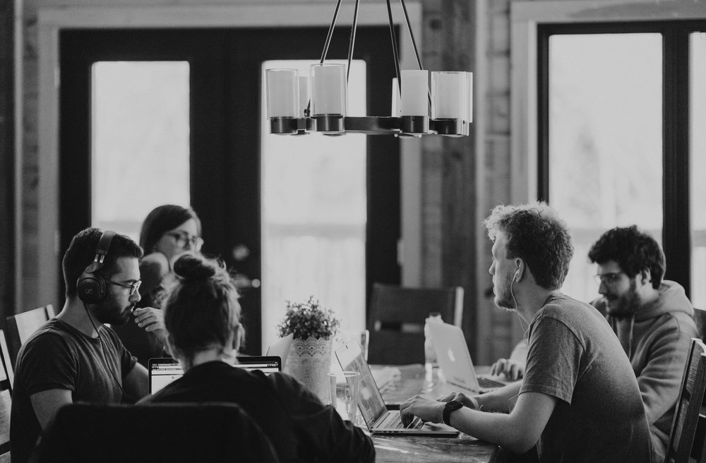 Treinamento de atendimento e vendas consultivas baseado em mindfulness.  Melhora a atenção e a escuta dos participantes com o foco no melhor acordo para ambas as partes.