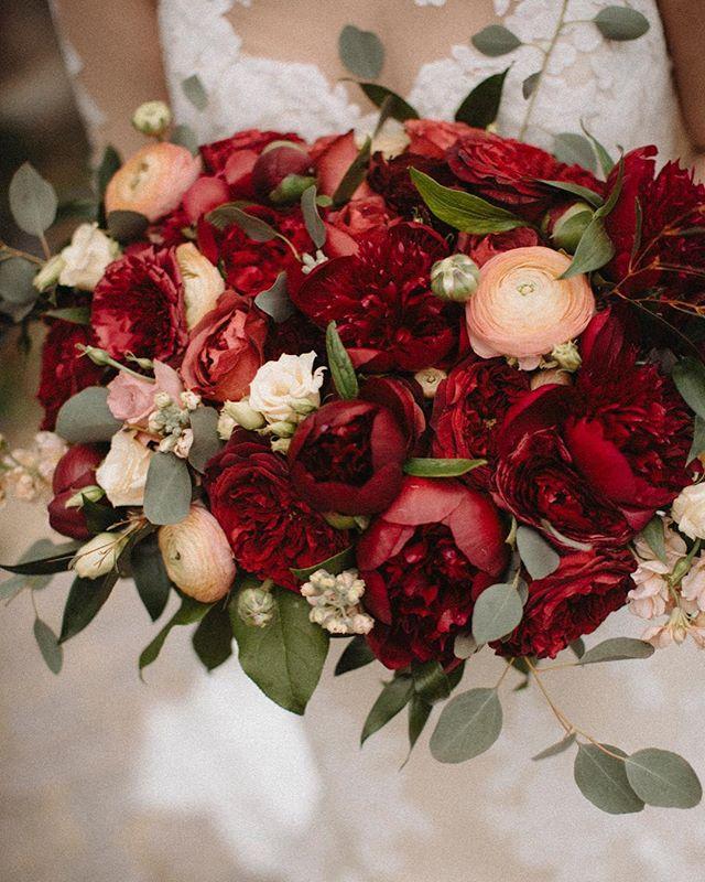 @jenhousedesign 😍❤️ #weddings #michiganweddings #bouquet #flowerlovers