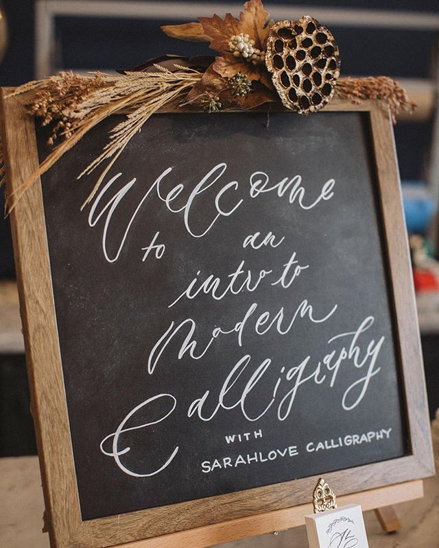 Holiday workshop announcement! Our friend @sarahlovecalligraphy will be hosting a special holiday themed workshop at @railandanchor this season! All are welcome but spots are limited! I can't think of a better way to spend an evening with a friend this season - learning how to up the Christmas card game, being cozy with a friend, and maybe getting a little Christmas shopping done 🥂 Absolutely lovely, and Sarah is a queen. #calligraphy #holidayworkshop #christmasiscoming #holiday #beanandcole