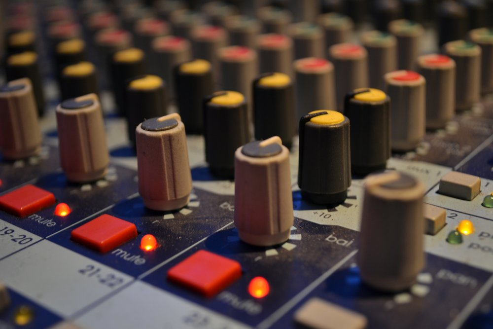 How To find work and become a freelance sound engineer - Learn How To:- Get Your Foot In The Door- Find Opportunities And Work- Be More ProductiveAnd Much More
