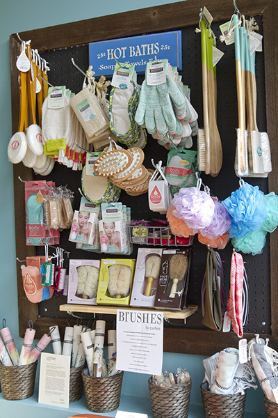 8-avondale-displays-accessories.jpg