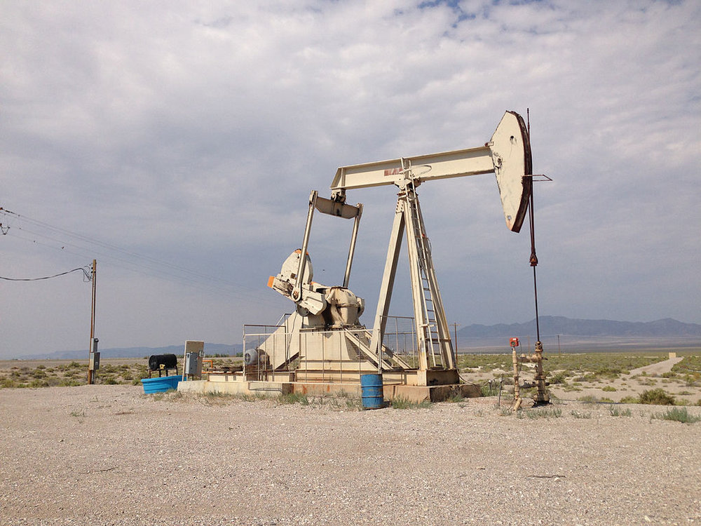 Oil well in Railroad Valley, NV. Oil exploration could be in store for unprotected Basin and Range lands. Credit Famartin via Wikimedia Commons, CC BY-SA 4.0