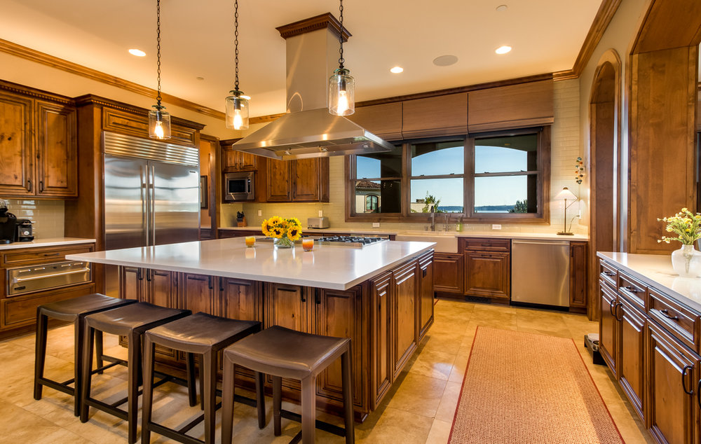 Kitchen/Butler's Pantry - Lake Washington View